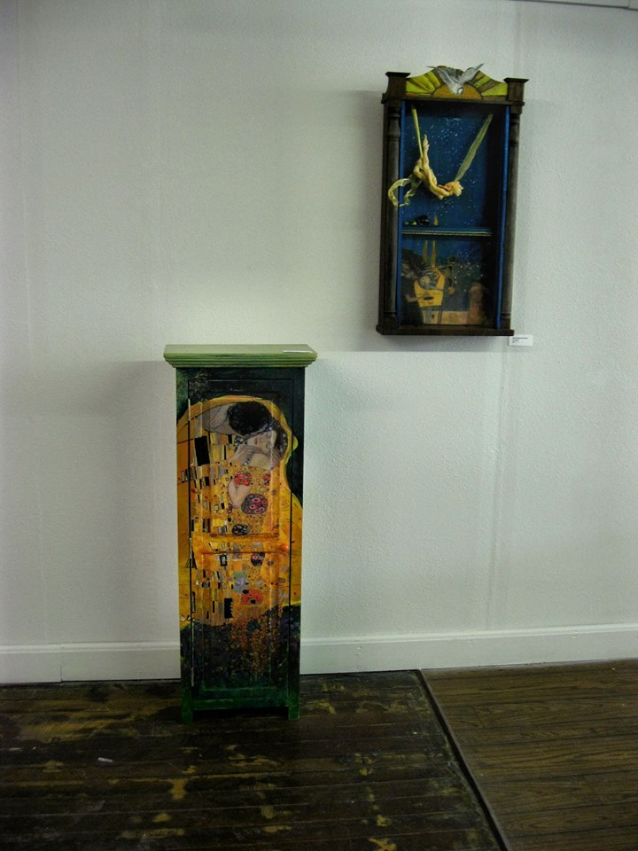 Klimt Kiss cabinet- small